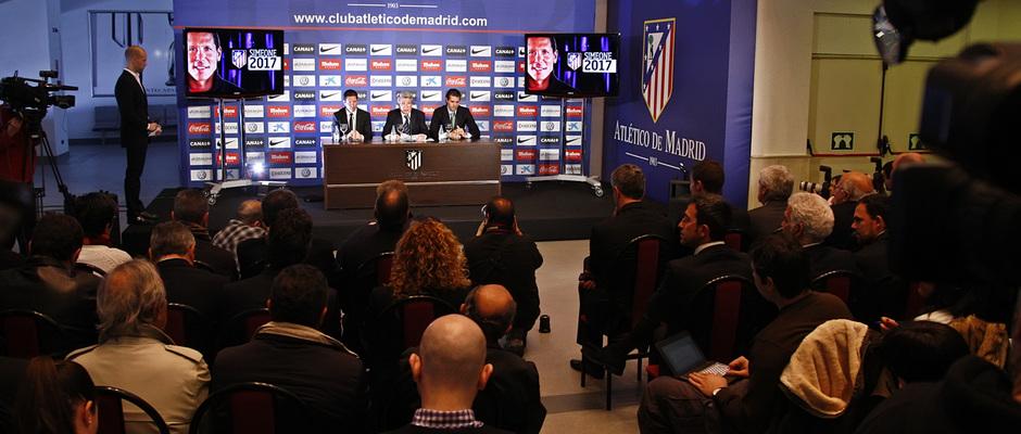 Temporada 12/13.Renovación de Simeone. Acto de renovación hasta 2017 en el estadio Vicente Calderón plano general