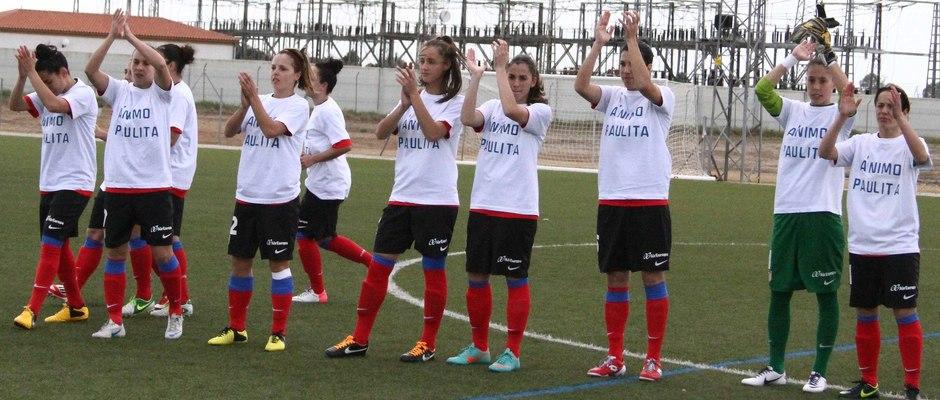 Temporada 2012-2013. Las futbolistas con camisetas de apoyo a Paulita