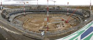 Vista panorámica centrada del estado de las obras del Nuevo Estadio desde la tribuna principal
