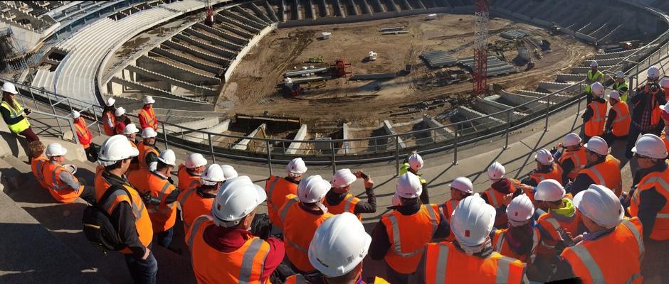 Visita de las Peñas al nuevo estadio | Panorámica de los peñistas en la tribuna principal