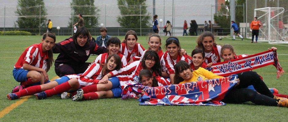 """Temporada 2012-2013. Las jugadoras del Sub-13 """"B"""" festejan el título de Liga"""