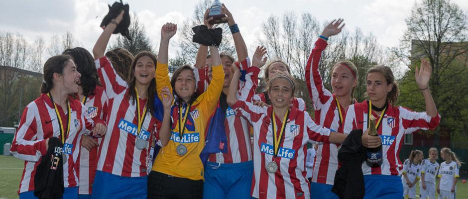 Temporada 2012-2013. El infantil del Féminas levanta el trofeo de subcampeonas