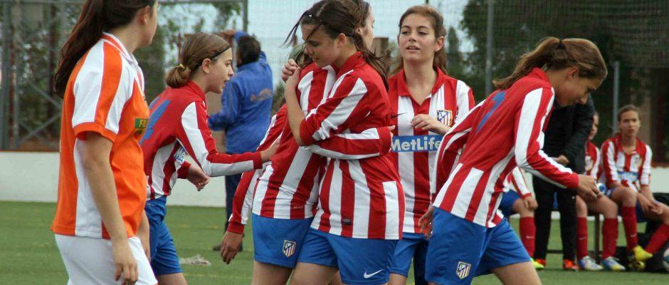 """Temporada 2012-2013. El Sub-13 """"A"""" del Féminas campeón de Liga celebrando un gol"""