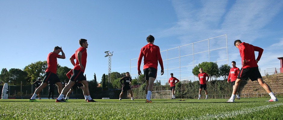 temporada 17/18. Entrenamiento en la ciudad deportiva Wanda.  Jugadores realizando ejercicios físicos durante el entrenamiento