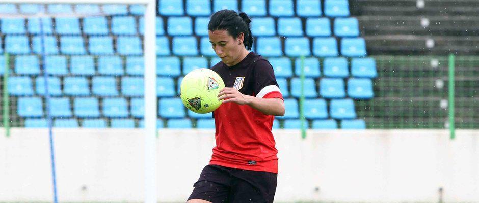Temporada 2012-2013. Marieta en el Estadio de Malabo durante un entrenamiento