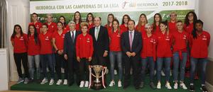 Visita del Atlético Femenino a la sede de Iberdrola |