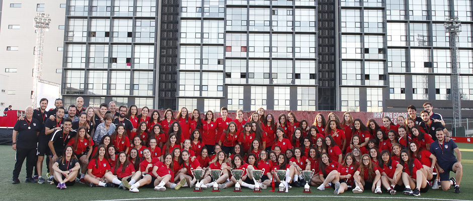 Temp 17/18 | Gala entrega de la Liga Real Federación de Fútbol de Madrid en Matapiñonera | Foto Femeninos campeones de Liga