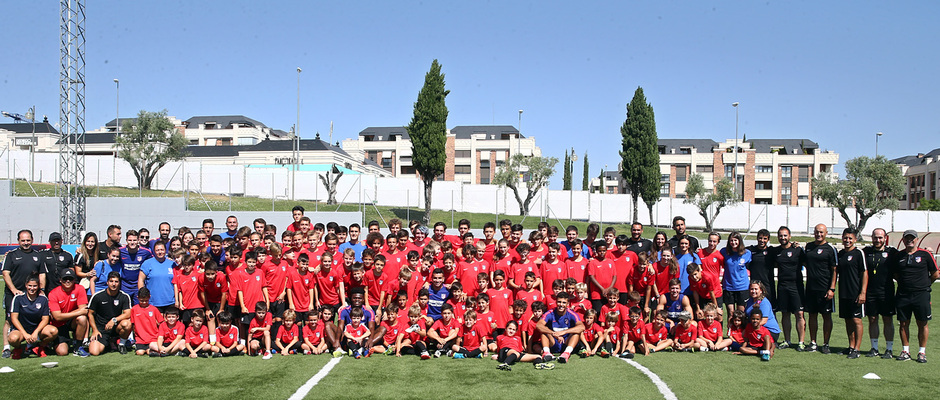 Clinic de verano de la Fundación Atlético de Madrid | Foto de familia