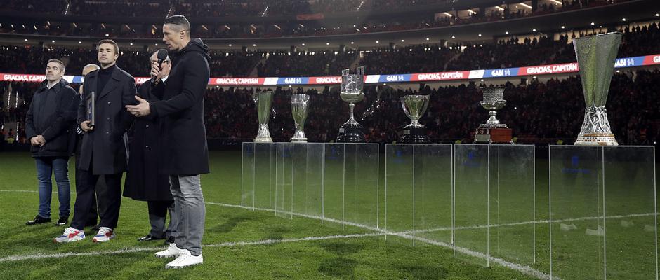 Fernando Torres se dirige a Gabi en el homenaje a nuestro capitán