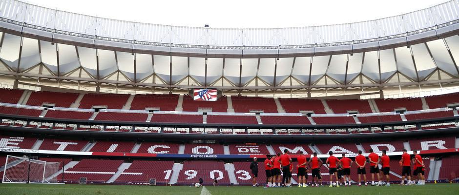 Temp. 19-20   Entrenamiento en el Wanda Metropolitano   Grupo