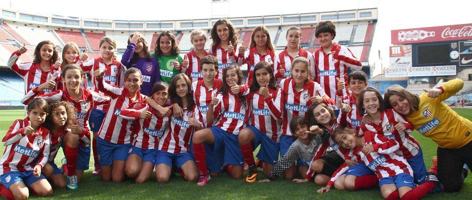 Temporada 2013-2014. Varias jugadoras del Féminas sobre el césped