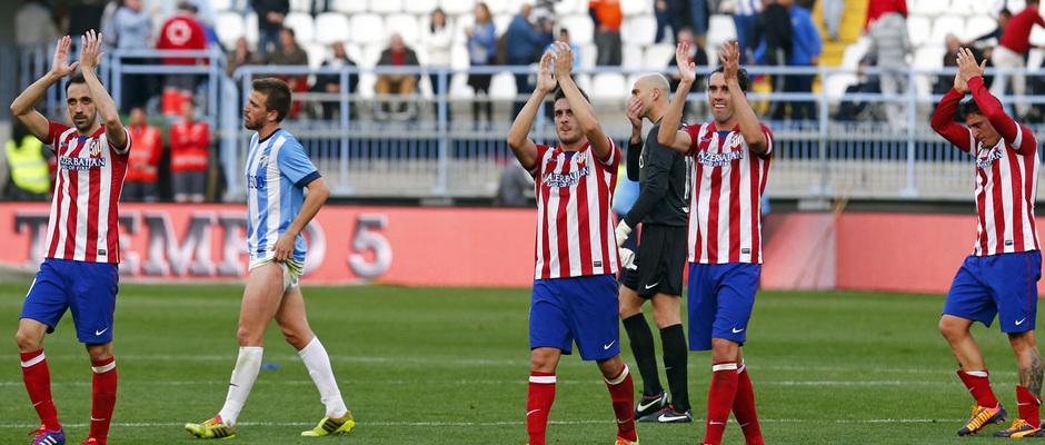 Temporada 13/14 Liga BBVA Málaga - Atlético de Madrid. El equipo agradece el apoyo a la afición.