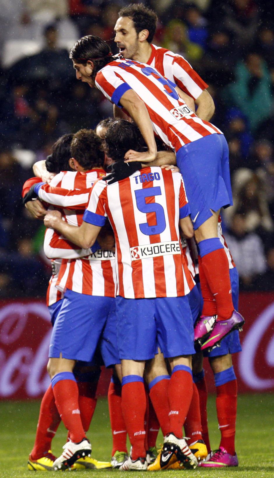 Temporada 2012-13. Los jugadores colchoneros celebran uno de los goles en Zorrilla
