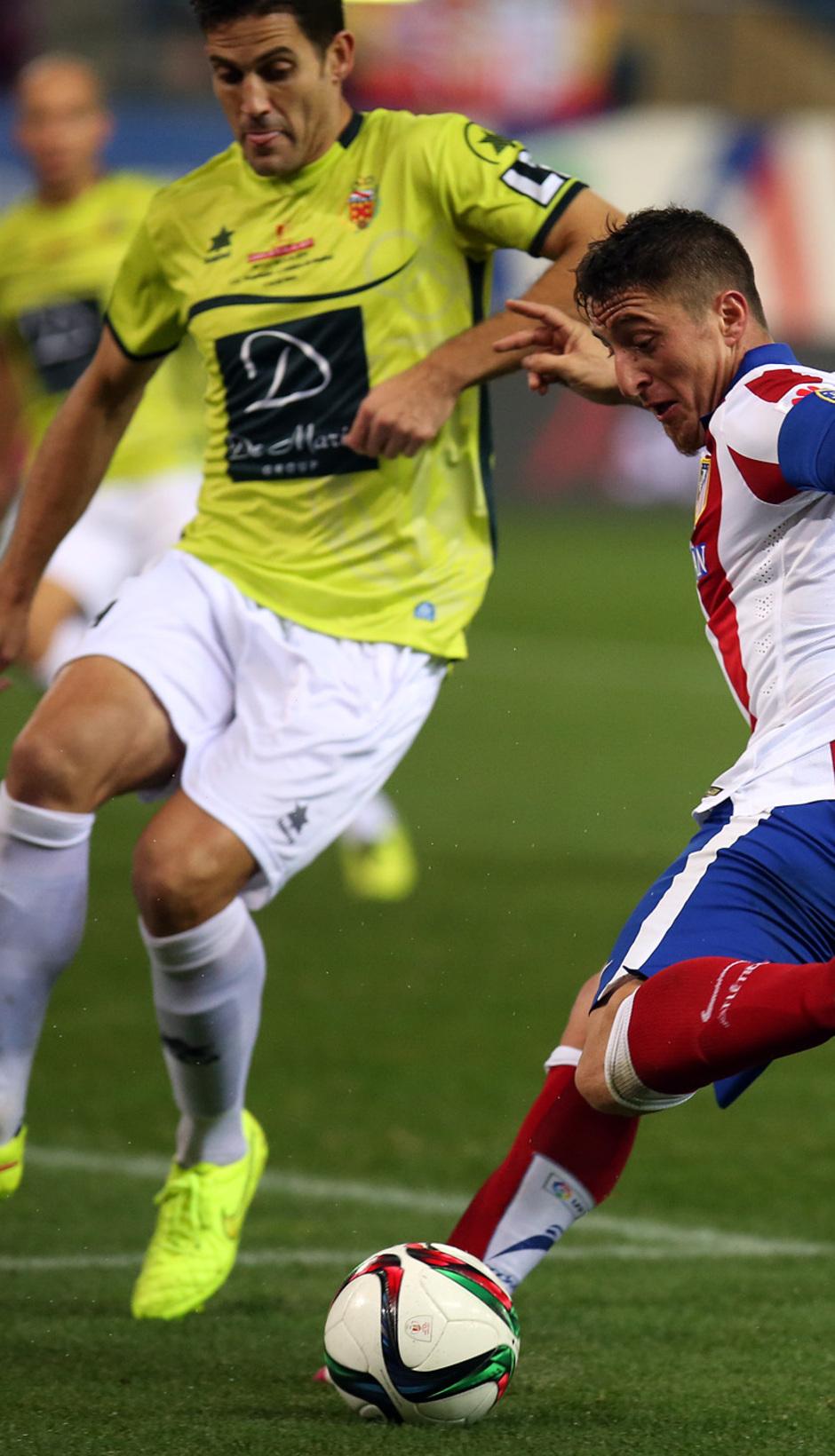 temporada 14/15. Partido Atlético de Madrid Hospitalet. Cristian golpeando un balón durante el partido