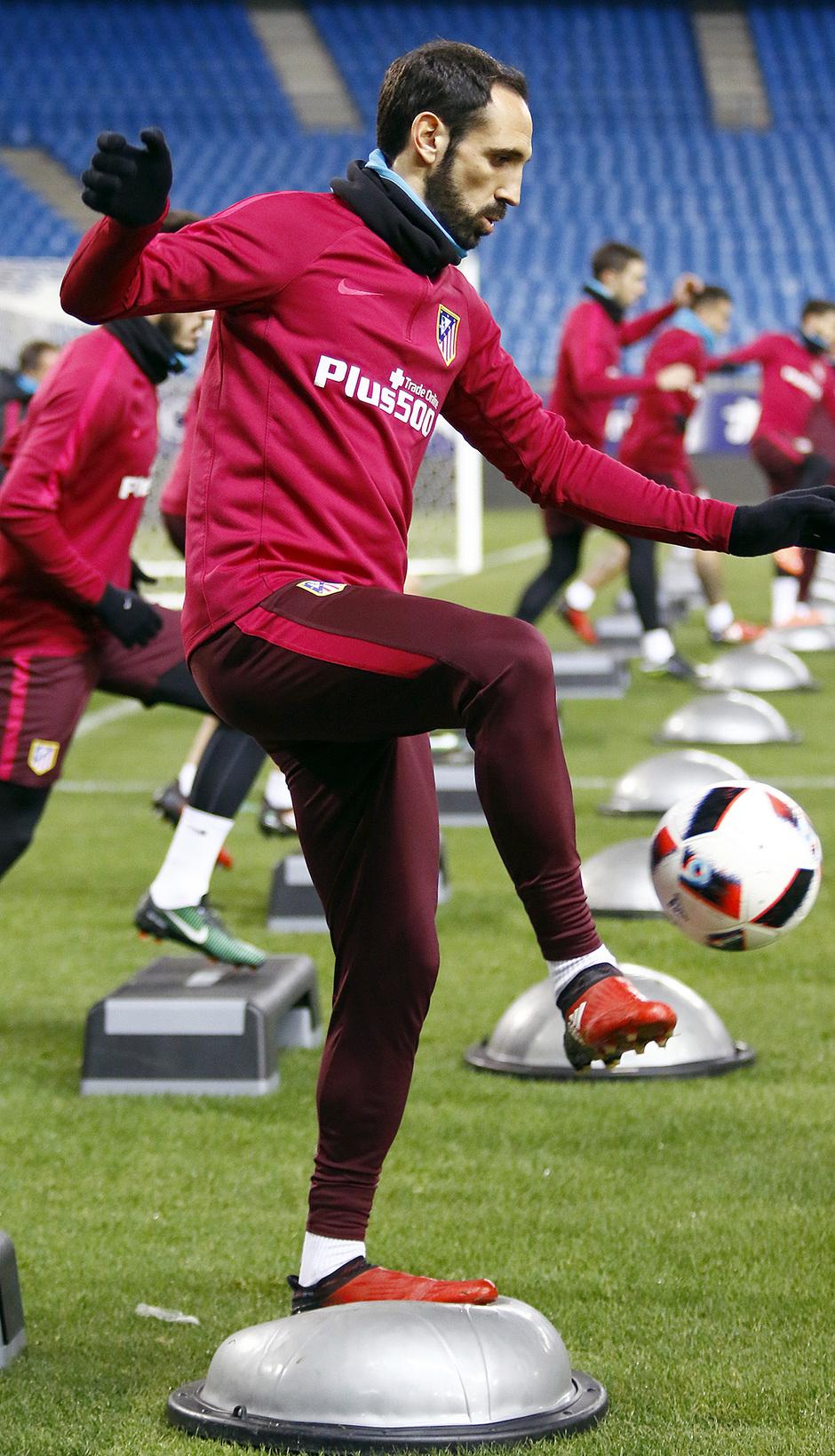 Temporada 16/17 | 09/01/2017 | Entrenamiento en el Vicente Calderón | Juanfran