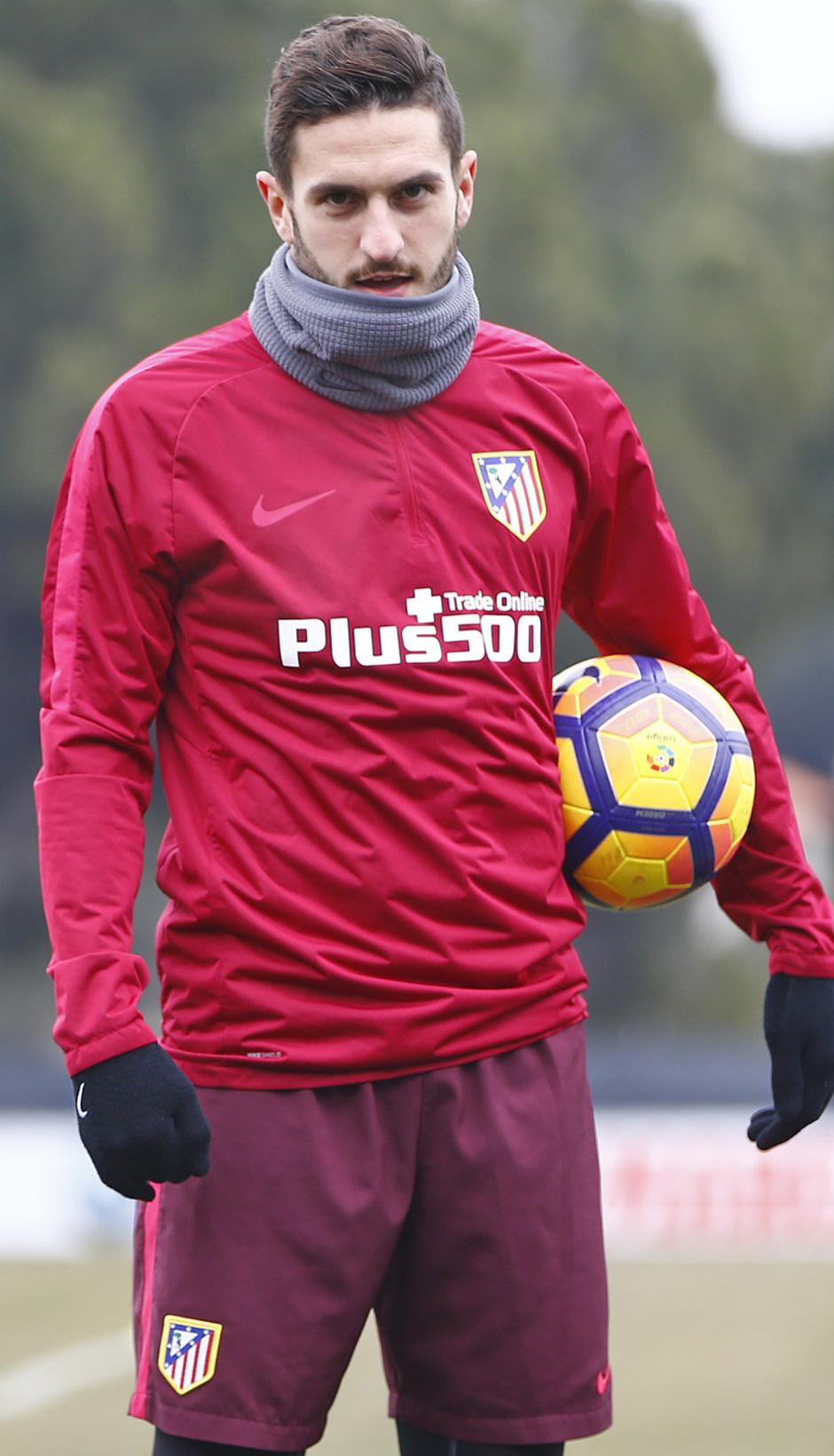 Temporada 2016-2017. Entrenamiento en la ciudad deportiva Wanda Atlético de Madrid 26_01_2017. Estiramientos.