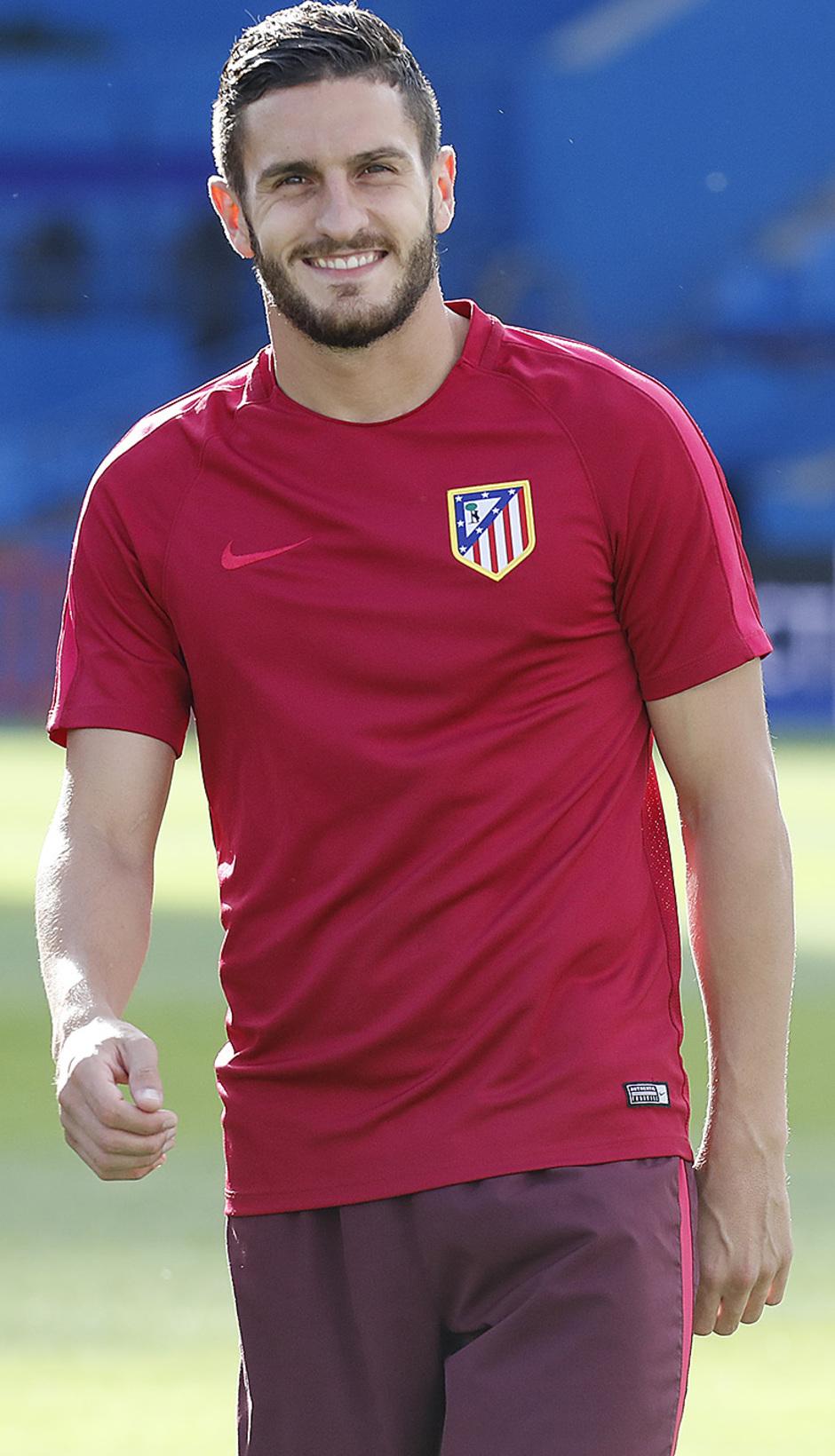 Temporada 16/17. Entrenamiento del Atlético de Madrid en el Vicente Calderón. Koke durante el entrenamiento