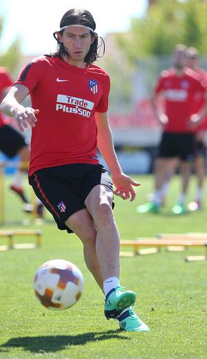 temporada 17/18. Entrenamiento en la ciudad deportiva Wanda. Filipe realizando ejercicios  durante el entrenamiento