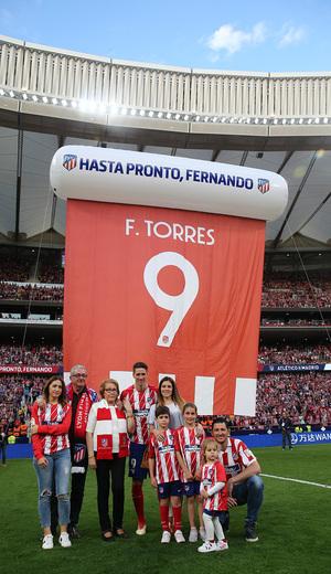 Temp. 17-18 | Atlético de Madrid - Eibar | Homenaje a Torres | Torres con la familia