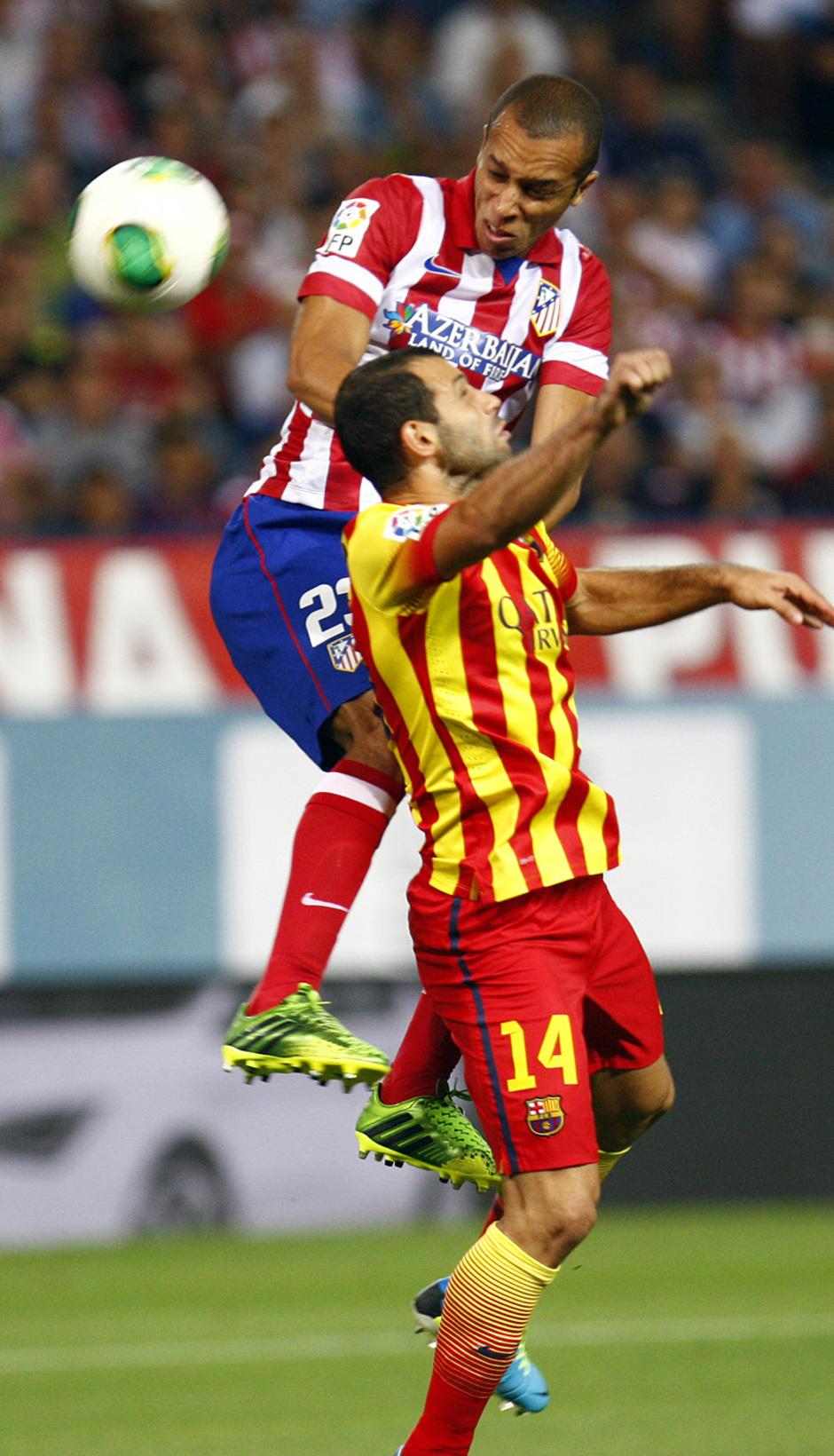 Temporada 13/14. Partido Supercopa. Vicente Calderón. Miranda rematando a puerta