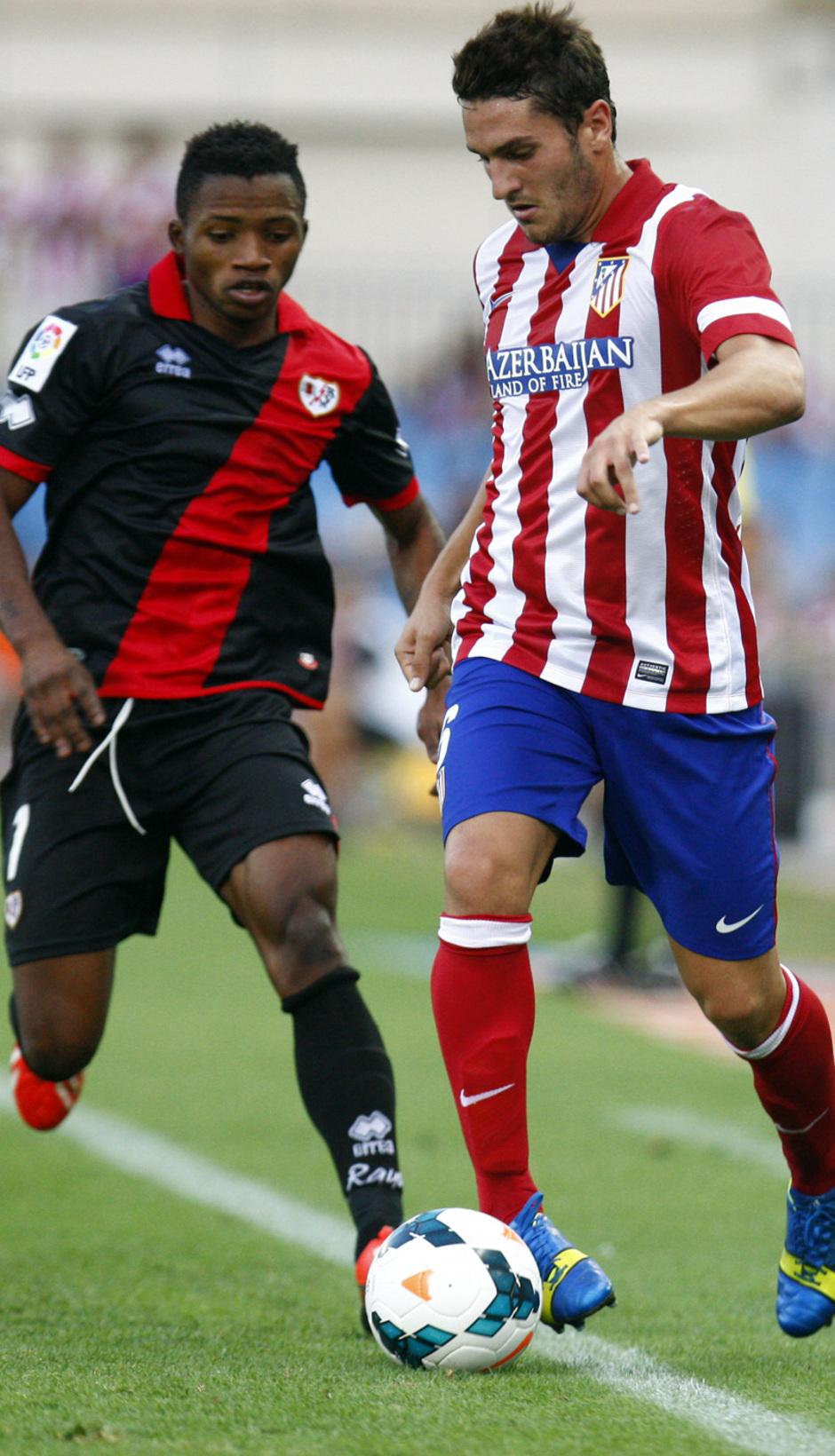 Temporada 13/14. Partido Atlético de Madrid- Rayo Vallecano. Koke con el balón