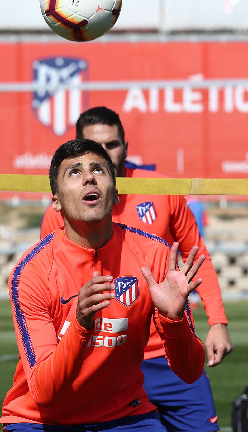 Temporada 18/19. Entrenamiento en la ciudad deportiva Wanda. Rodrigo durante el entrenamiento.