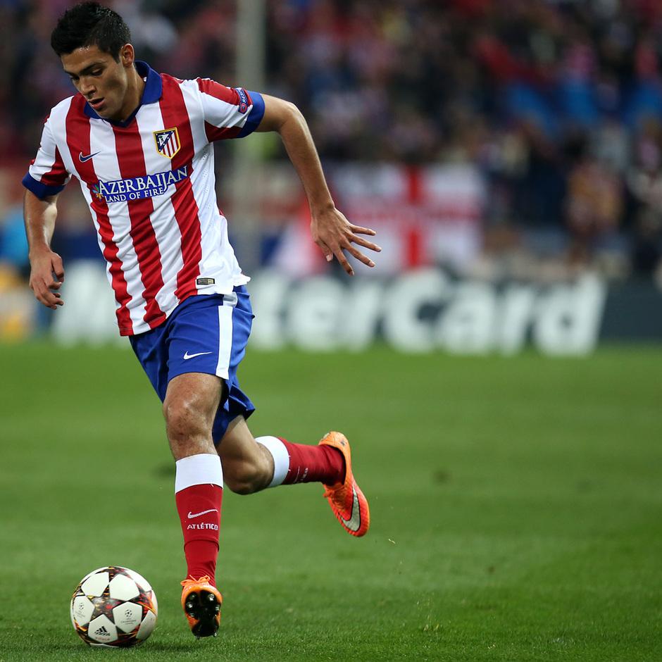 temporada 14/15. Partido Atlético de Madrid Olympiacos. Jiménez con el balón durante el partido