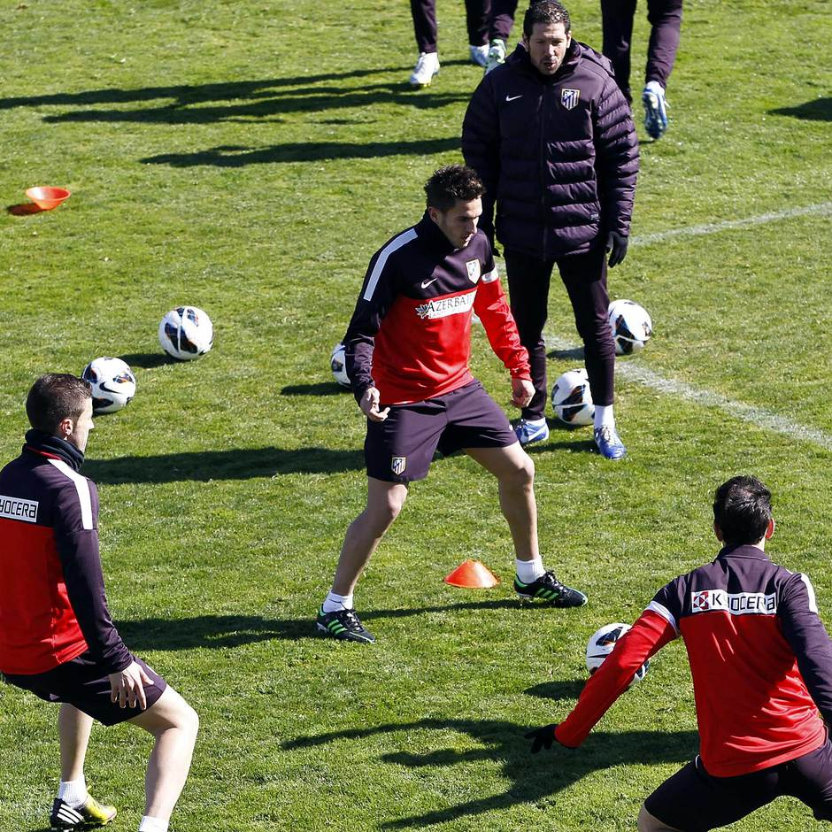 Liga 2012-13. Koke participa en un rondo en el último entrenamiento en Majadahonda antes del Espanyol