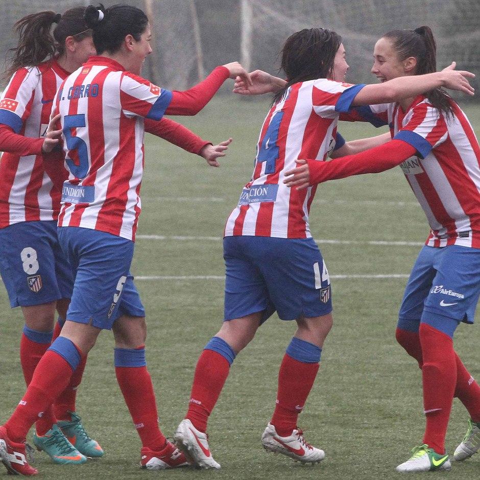 Temporada 2012-2013. Las jugadoras del Atlético celebran el tanto de Laura