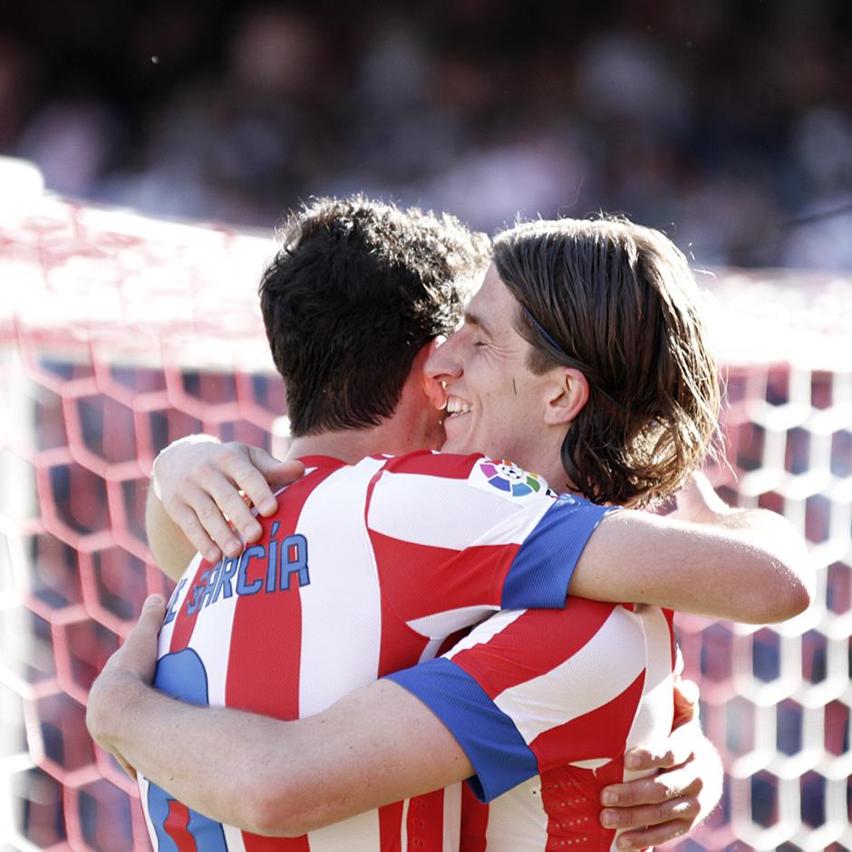 Temporada 12/13. Partido Atlético de Madrid Granada.Celebración de gol de Raúl garcía con Filipe