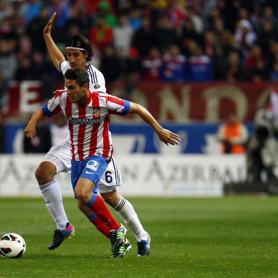 Temporada 12/13. Partido Atlético de Madrid Real Madrid.Koke con el balón