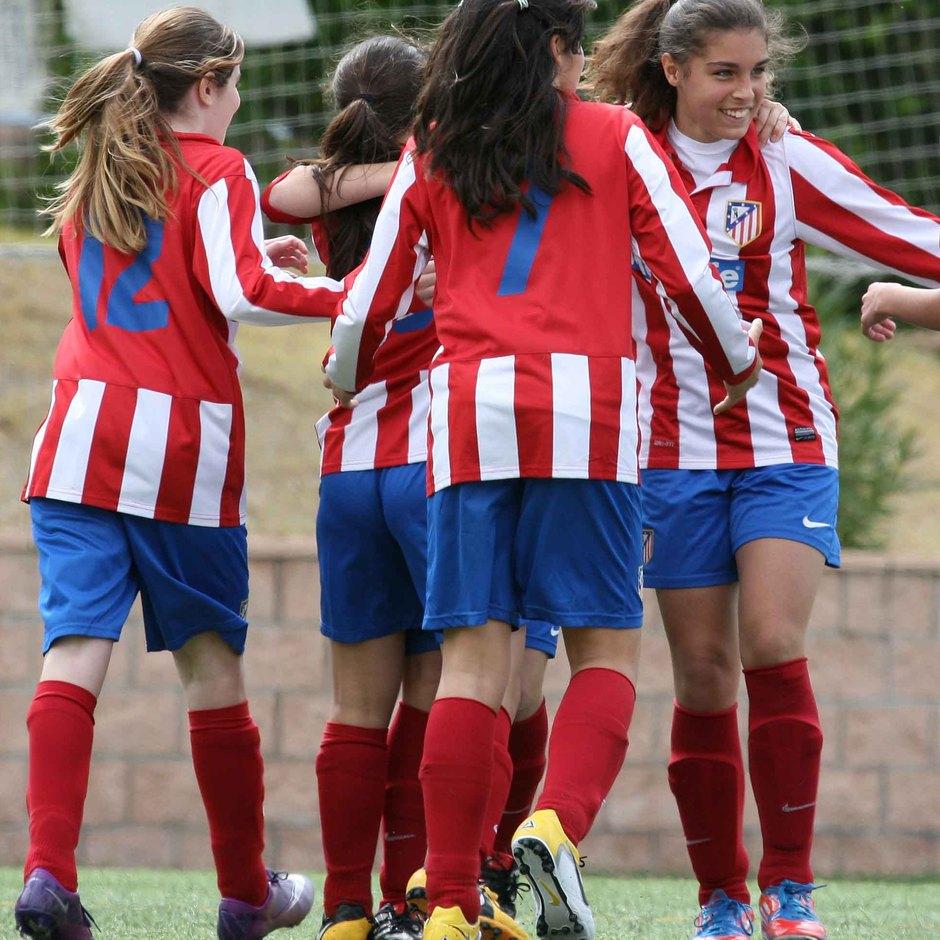 """Temporada 2012-2013. Las jugadoras del Sub-13 """"B"""" celebran un gol"""