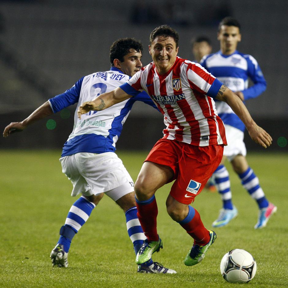 Temporada 2012-2013. Amistoso en Azerbaijan. Cristian Rodríguez lo da todo por alcanzar el esférico