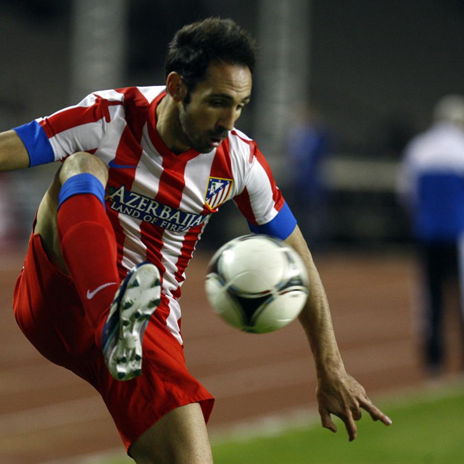Temporada 2012-2013. Amistoso en Azerbaija. Juanfran controlando el esférico