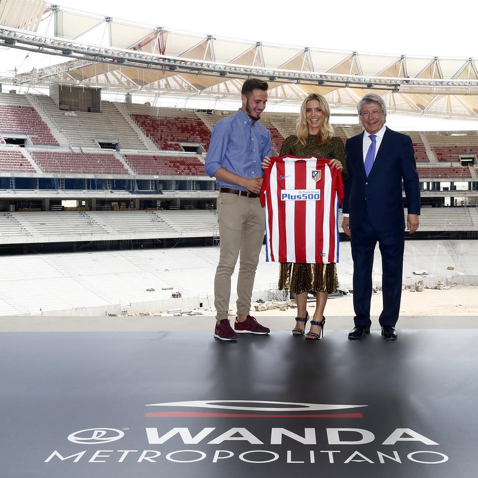Visita Tom Cruise y equipo de La Momia al Wanda Metropolitano | Annabelle Wallis, Saúl y Enrique Cerezo