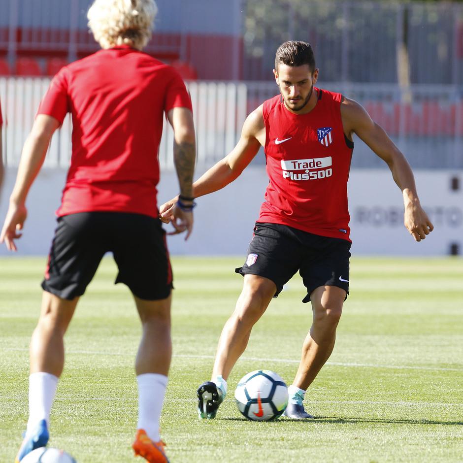 Temporada 17/18 | Entrenamiento en la Ciudad Deportiva Wanda. 05_08_2017. Koke y Griezmann.