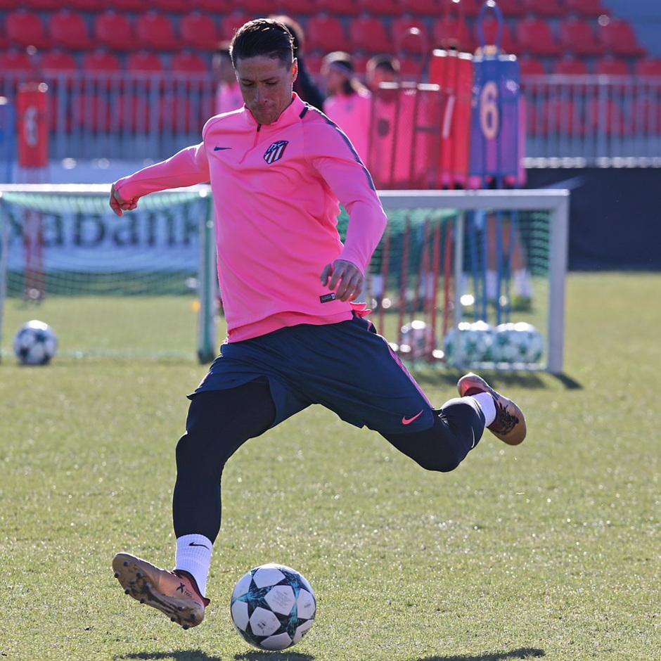 temporada 17/18. Entrenamiento en la ciudad deportiva Wanda previa Champions Chelsea. Torres durante el entrenamiento