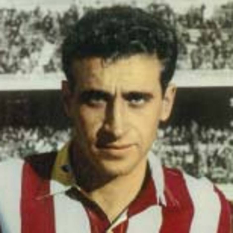 Joaquín Peiró, en su etapa como jugador del Atlético de Madrid, antes de comenzar un partido