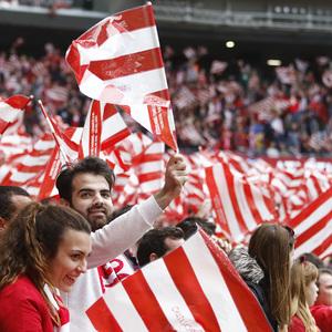 Temp 17/18   Atlético de Madrid - Levante   Jornada 32   15-04-18   Banderas, afición