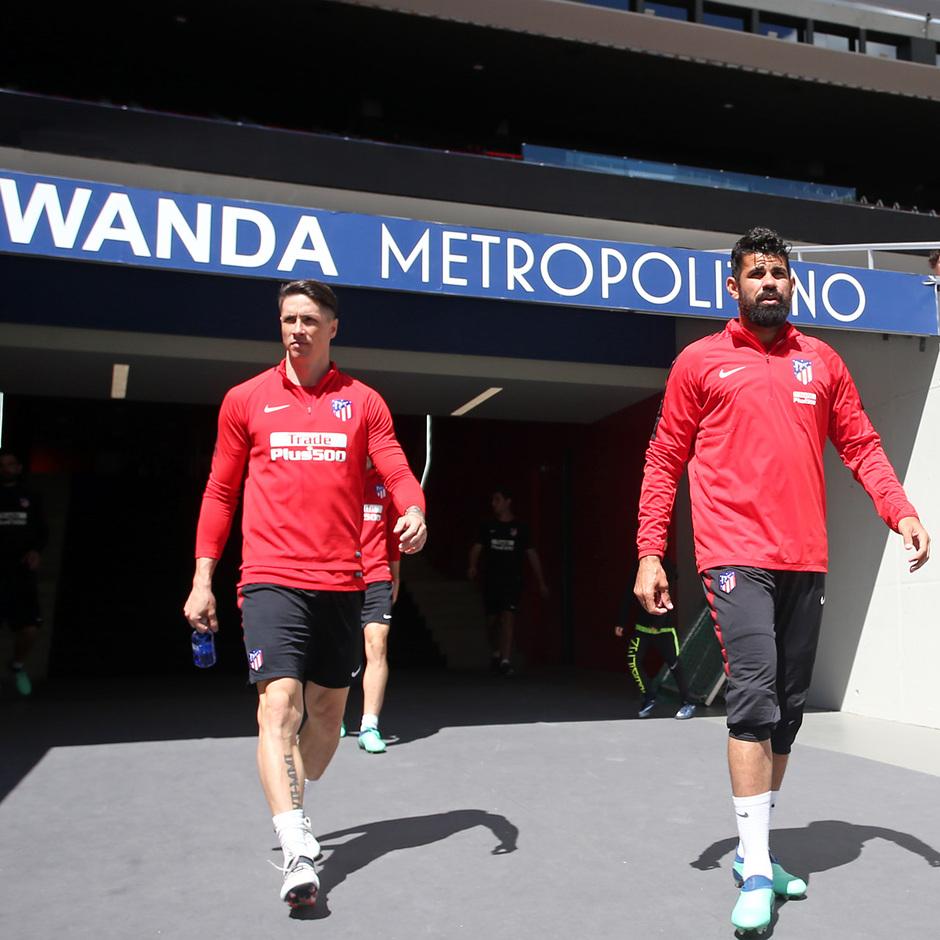 temporada 17/18. Entrenamiento en el Wanda Metropolitano. Torres y Costa durante el entrenamiento