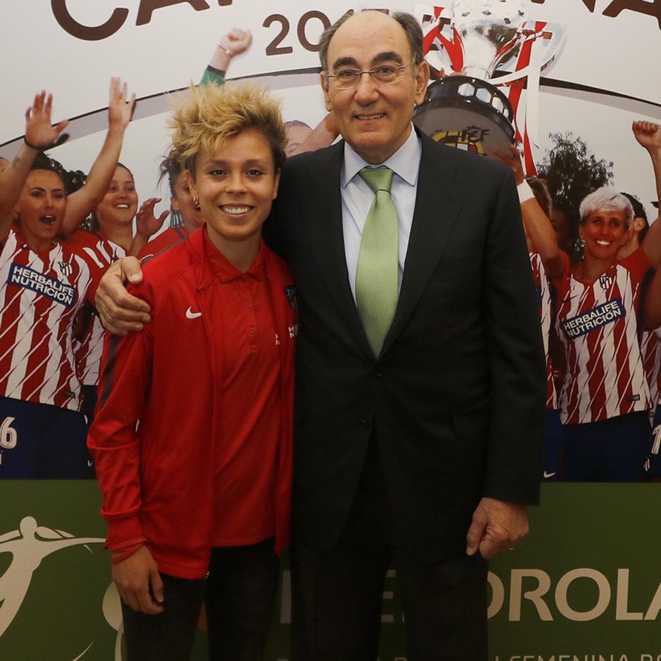 Visita del Atlético Femenino a la sede de Iberdrola | Amanda e Ignacio Galán