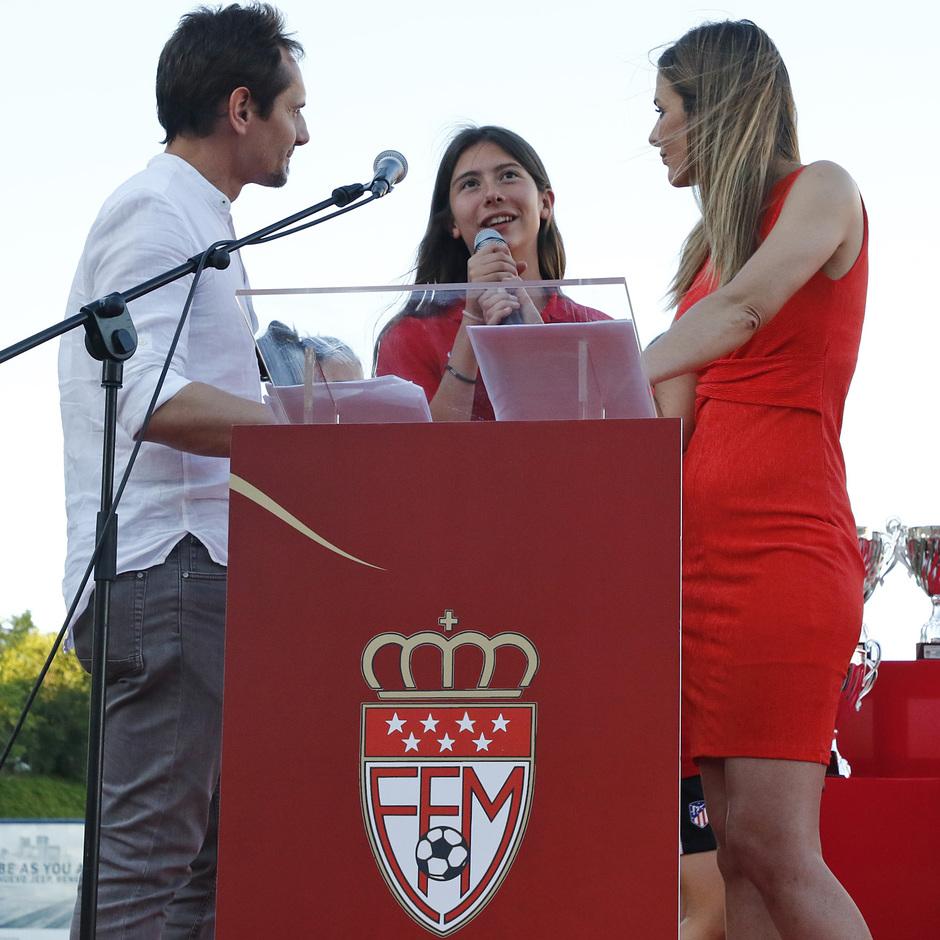 Temp 17/18 | Gala entrega de la Liga Real Federación de Fútbol de Madrid en Matapiñonera | Ángela Pérez - Peque - la capitana del Femenino Juvenil B