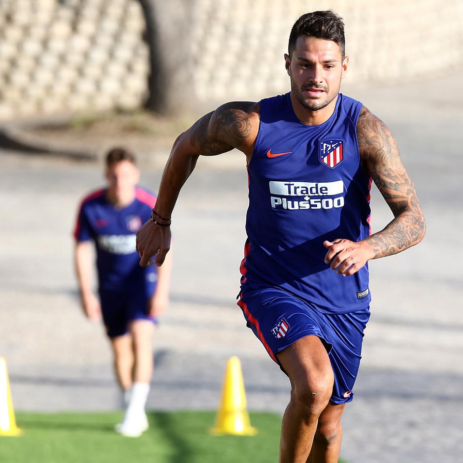 temporada 18/19. Entrenamiento en la ciudad deportiva Wanda. Vitolo corriendo durante el entrenamiento