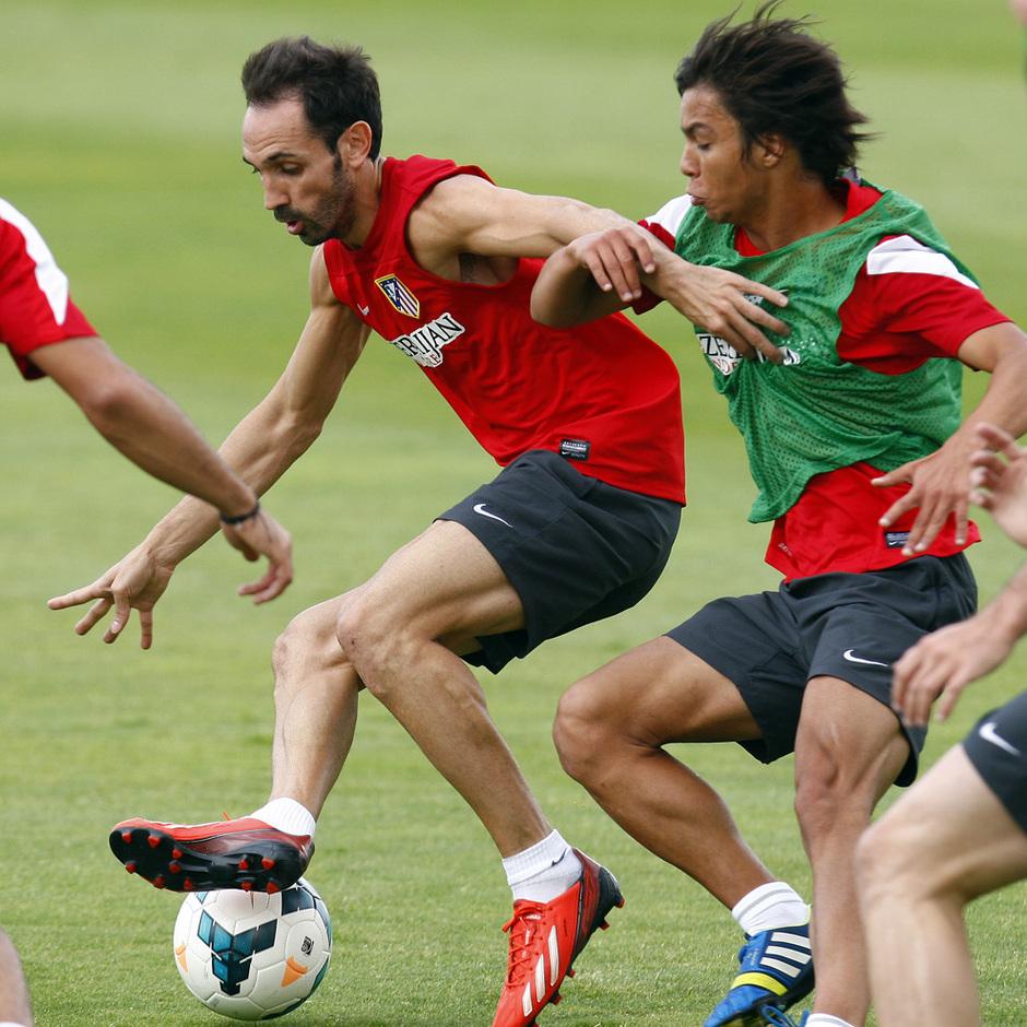 Juanfran recorta en un entrenamiento