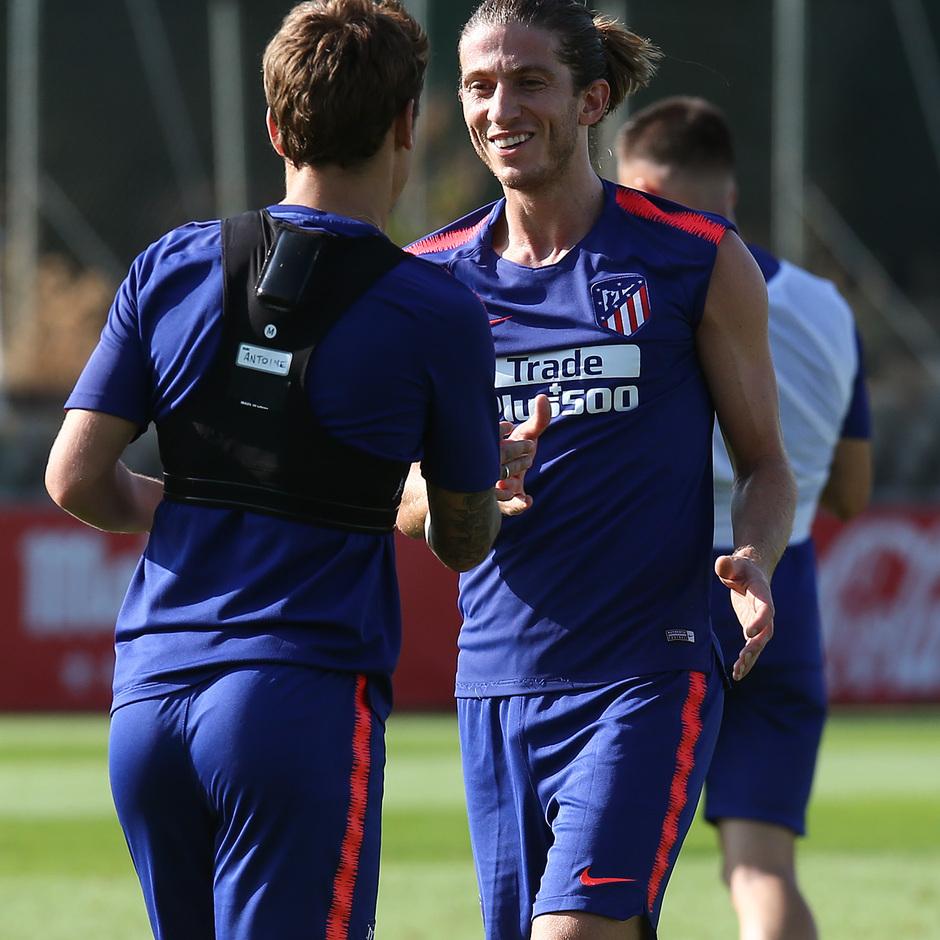 temporada 18/19. Entrenamiento en la ciudad deportiva Wanda. Filipe y Griezmann durante el entrenamiento