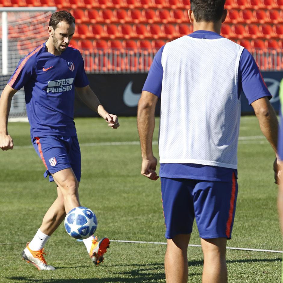 Temporada 18/19 | 01/10/2018 |  Entrenamiento en la Ciudad Deportiva Wanda | Diego Godín