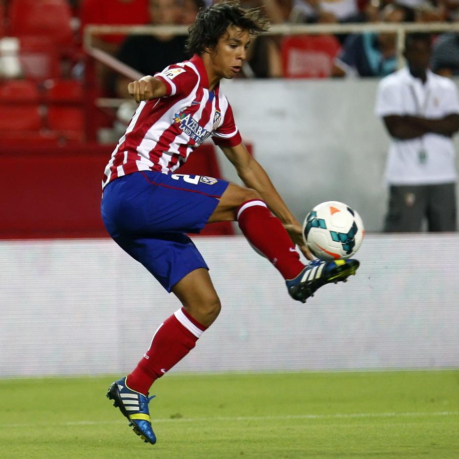 Temporada 13/14 Sevilla-Atlético de Madrid Óliver controlando la pelota