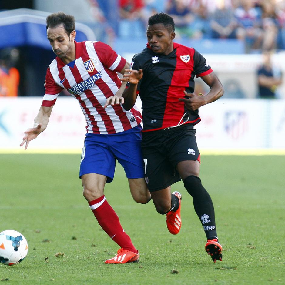 Temporada 2013/2014 Atlético de Madrid - Rayo Vallecano Juanfran escapándose con el esférico