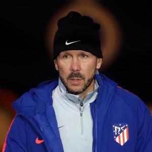 Simeone, pensativo antes de iniciar la sesión de entrenamiento previa al partido contra el Brujas