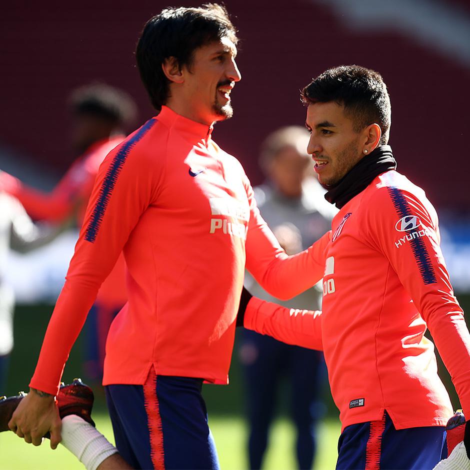 Temporada 18/19. Entrenamiento en el Wanda Metropolitano. Correa y Savic durante el entrenamiento
